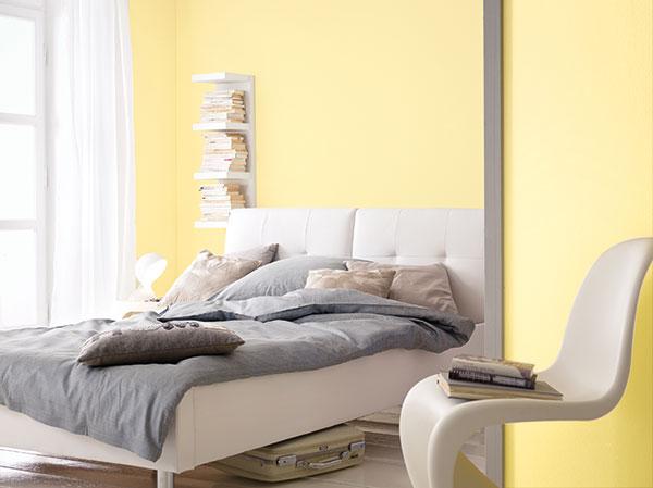 Der lichte Gelbton lässt Wände scheinbar zurücktreten und wirkt dabei sehr warm. (Foto: epr/Alpina)